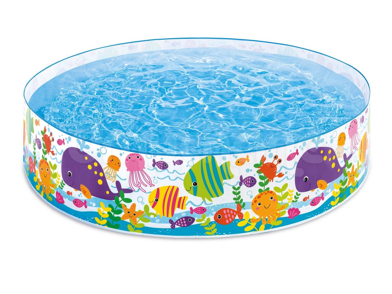 Zabawa w basenie jest fajna