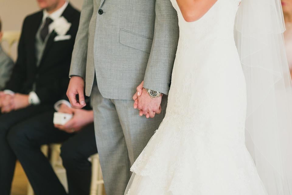 Zakupy w salonie mody ślubnej